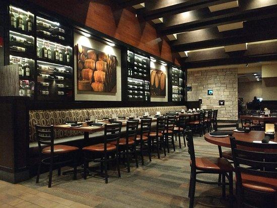 Cooper's Hawk Winery & Restaurant: Interior
