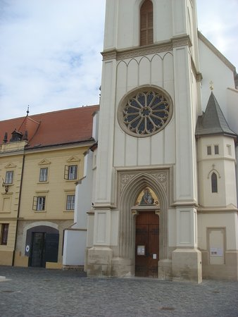Our Lady of Hungary Church: вход в храм