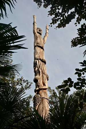 Continental Parkhotel : Swiss Totem Pole  ... my words