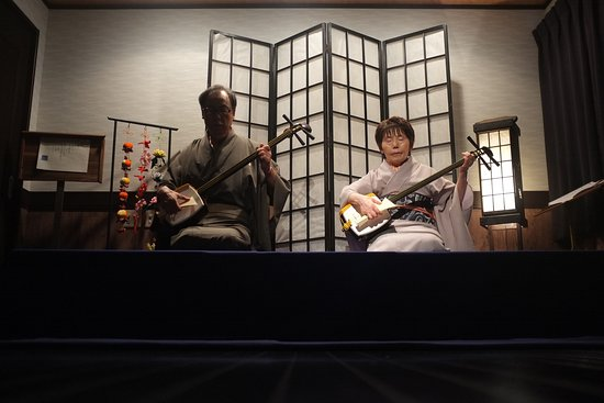 Shamisen Geiyukan: Stage room