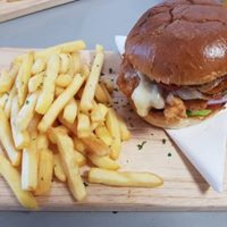 Club Café Cheshunt: Beef, chicken and vegetarian burgers with sides.
