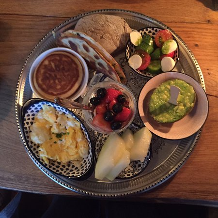 Beautiful Sunday brunch here on a cold & wet day, excellent food, well presented by lovely friendly staff
