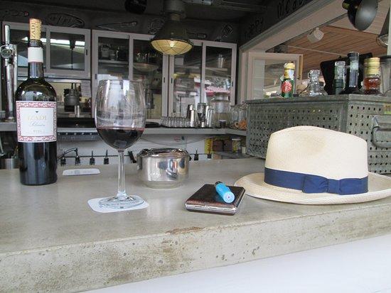 Restaurant Meatclub Mallorca: Happy Days. My Hat on the Bar