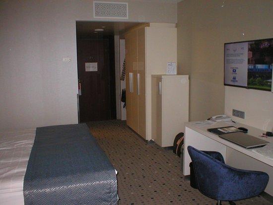 Die Zwischentüre zum Ausgang fehlt uns somit zu laut. Zimmer nicht schallgedämpft.