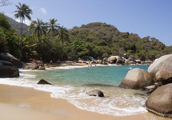 Национальный парк Тайрона, Колумбия: ARENILLAS, playa de arena dorada muy fina, su mar es muy transparente, ideal para relajarse despues de la caminata por el sendero de Cañaveral - Arrecifes