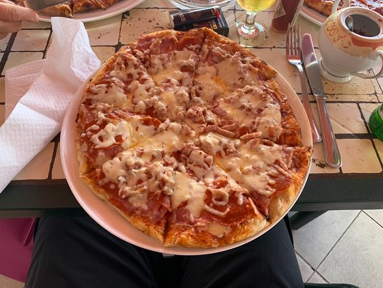 Pizza Piazza Restaurant: Pizza.