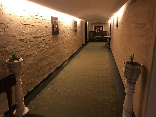 Royal Orchid Fort Resort: A fort in Mussorie - beautiful property