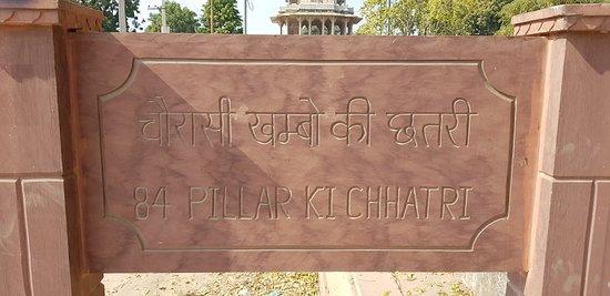 Chaurasi Khambon ki Chhatri: Entrance signage