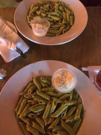 D'Vine Hookah Lounge: Pasta pesto.