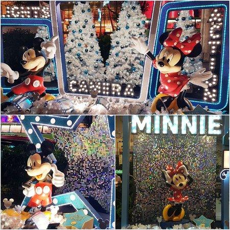 Орчард-роуд: Disney themed, Christmas props and lights along Orchard Road (Dec 2018)
