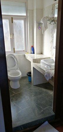 Ghonday Village Resort: Bathroom