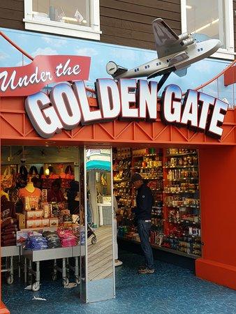 locali e negozi ovunque...