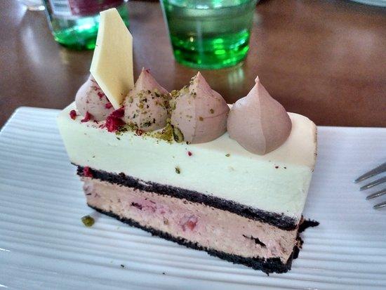 RougeMarin: Chocolate and raspberry cake