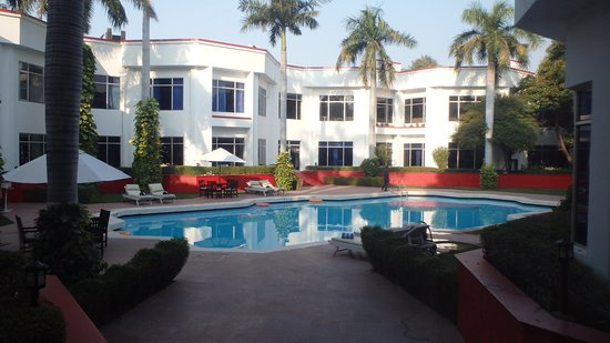 Ramada by Wyndham Khajuraho: Nice clean pool