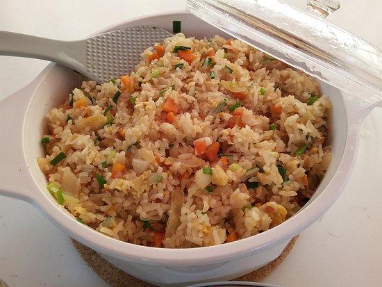 Roche, Suisse : Un délice notre fameux riz-sauté maison aux légumes ou simplement à l'ail. tester c'est l'adopter
