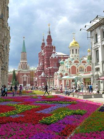 Москва, Россия: Улица Никольская около Торгового центра (ГУМ)