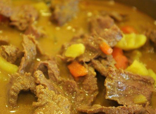 Roche, Suisse : Le curry jaune Thaï,. Le vrais avec un goût qui vous ramènes au pays,  ici il vous-est proposé avec de l'émincé de bœuf (CH) pour 18.- au poulet 15.- et au porc 16.- CHF les plats sont servit avec un riz premium Thaïlandais parfumé au jasmin ou pour 3.-CHF de plus avec du riz sauté à l'ail Toute l'équipe Saveurs Thaï Riviera vous souhaite un bon appétit..