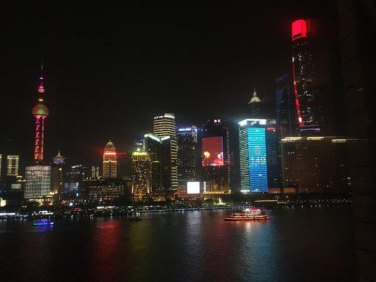 Les Suites Orient, Bund Shanghai: vista notturna