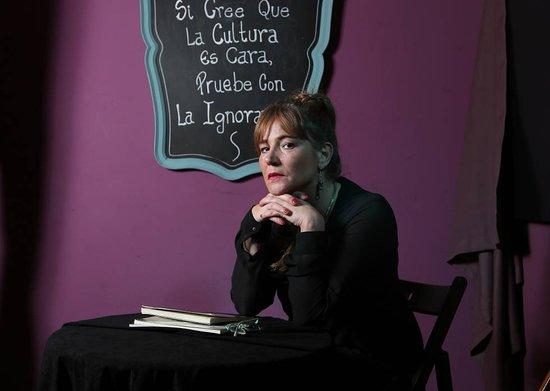 """Leticia Conti Falcone, Finalista del Premio Planeta de Novela 2018, en nuestra sala junto a la gente del periódico """"El País"""""""