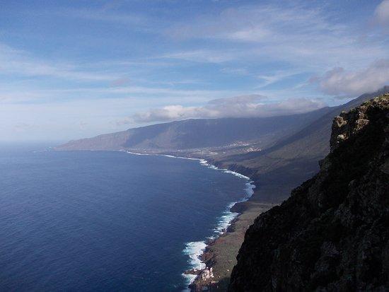 Blick auf El Golfo, El Hierro vom Mirador de Bascos aus