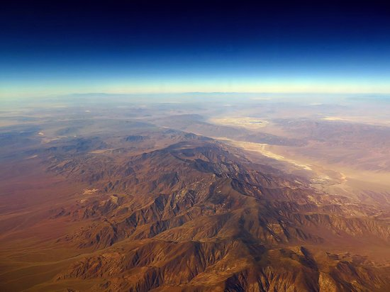 United Airlines: UA5902 PHX-SFO CRJ-700 FC - Seat 2D - View From Plane Flying Over the Desert