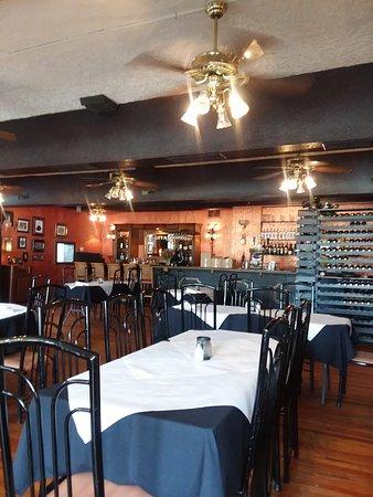 Sinatra's L'Aldila Restaurant: looking at bar and wine