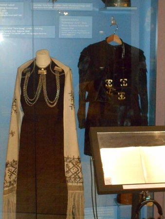 """Kostymer vilka används under operan """"Kalevipoeg"""" ."""