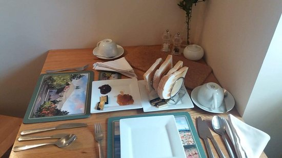The Old Mill Bed & Breakfast: Little toast rack to stop the toast sweating