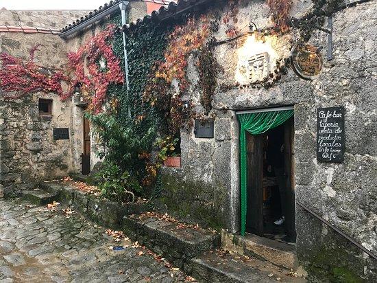 Trevejo, Spain: En la calle que se dirige al castillo