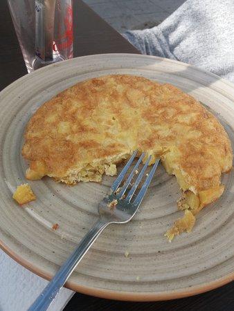 Tortilla de patatas hecha al momento... riquísima.