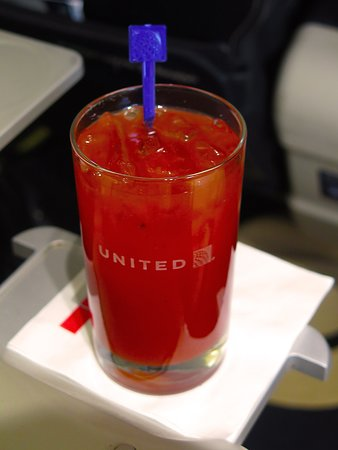 United Airlines: UA5670 SFO to PHX FC EMB-175 Seat 2D - Pretty Good Bloody Mary