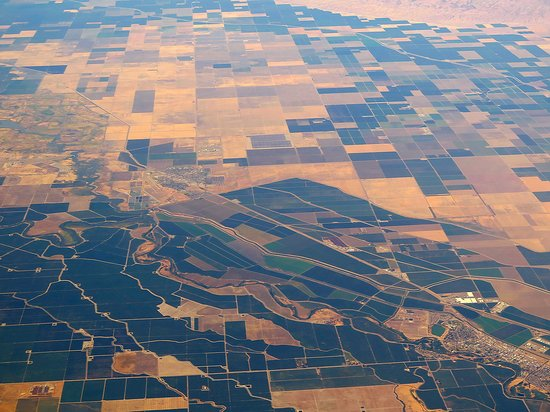 United Airlines: UA5670 SFO to PHX FC EMB-175 Seat 2D - Flying Over Irrigated Fields