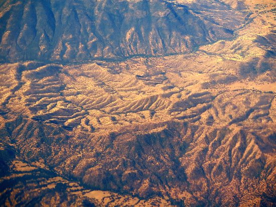 United Airlines: UA5670 SFO to PHX FC EMB-175 Seat 2D - Flying Over California Mountains