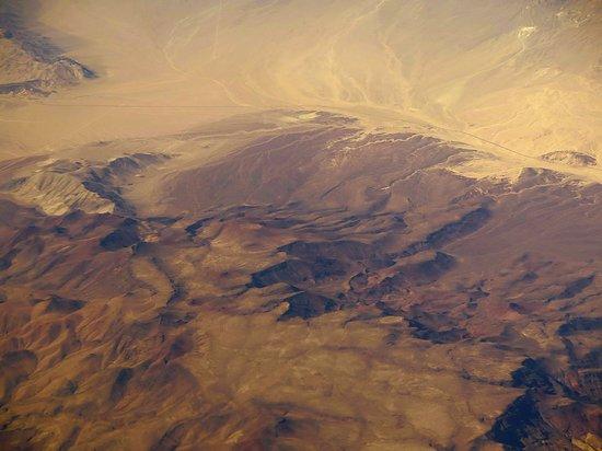 United Airlines: UA5670 SFO to PHX FC EMB-175 Seat 2D - Flying Over California/Arizona Desert
