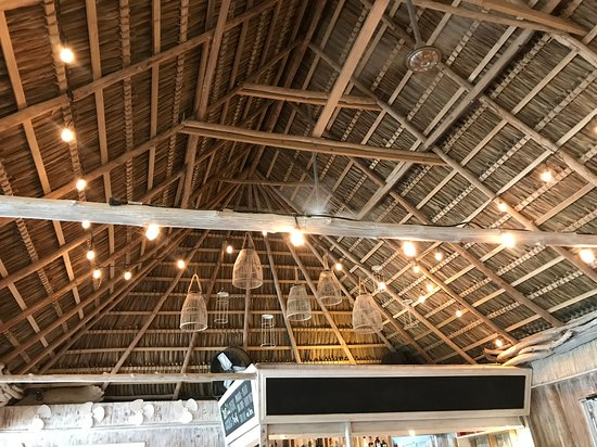 Gorgeous ceiling structure