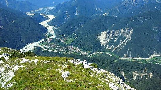 Friuli Venezia Giulia, Italy: https://locandasangallo.wixsite.com/locandasangalloPhon;  0039 3496142391 ( Whats App e Viber ) Paesaggio che si presenta scendendo dalla Moggesa di Qua, molto visitata, come Moggesa di Là, Stavoli, Dordolla , Parco Naturale Prealpi Giulie...Posto ideale per le  lunge e tranquille camminate nei affascinanti boschi. Info ; 0433 550318
