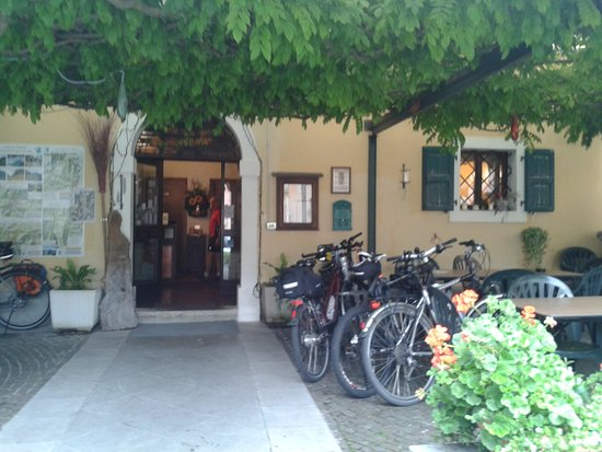 Province of Udine, Ý: https://locandasangallo.wixsite.com/locandasangalloPhon;  0039 3496142391
