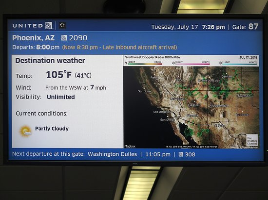 United Airlines: UA2090 SFO to PHX - SFO Airport - West Pier of T3 - Monitor at Gate 87