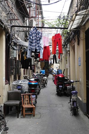 Authentic Local Food Tour in Central Shanghai: This tour will take you through the back streets.