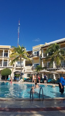 Panama Jack Resorts Playa del Carmen: The pool is on the small side but full of activities and fun! We were there in late November, not at capacity, so there were plenty of chairs to choose from and you can see the beach and ocean from the pool! Outstanding service.