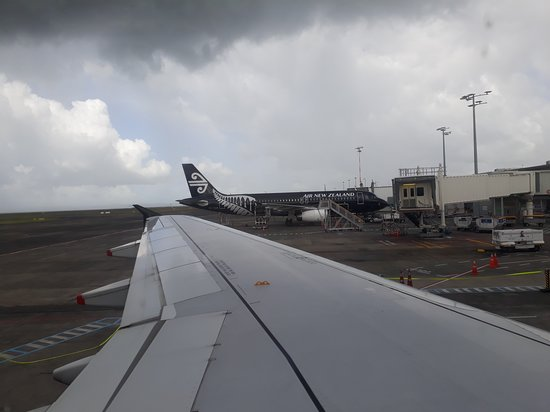 Air New Zealand: Leaving Auckland with grey skies.