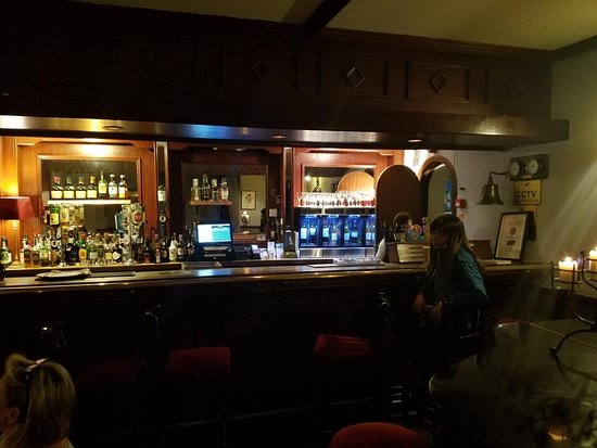 Abbeyglen Castle Hotel: The Bar