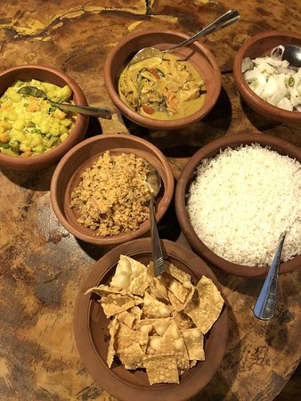 Reggie's Guesthouse Restaurant: Sadly, it is difficult to find traditional Sri Lankan Curry & Rice for travellers in Sri Lanka. We are proud to offer you REAL Sri Lankan food, using the same ingredients and methods our team use to cook for themselves, at home, for their families.