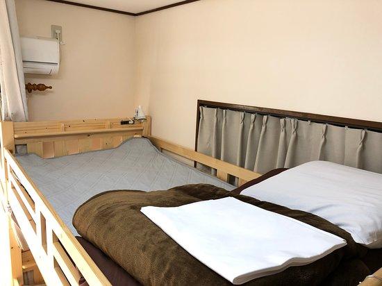 女性専用ドミトリールーム 上段右ベッド