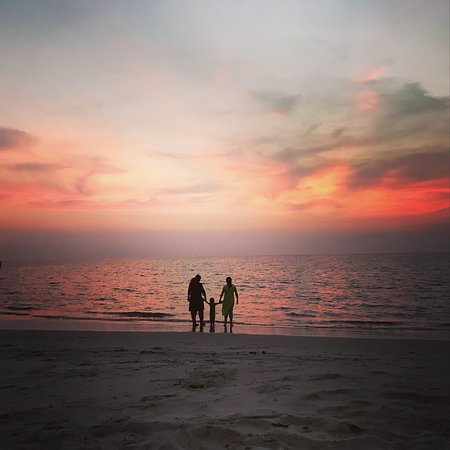 Alappuzha Beach: Families love to watch the sunset from Neela Waters