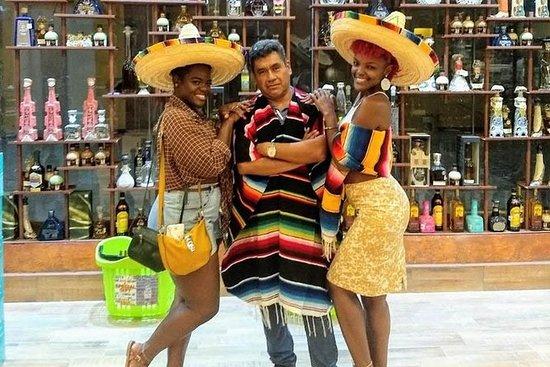 Recorrido de la ciudad de Cancún y...