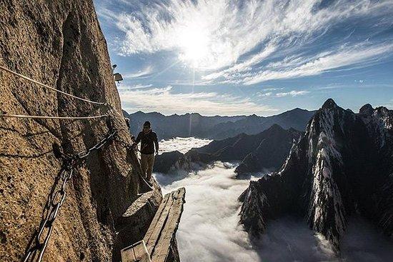 西安からのケーブルカーライドで私有山華山ハイキングツアー
