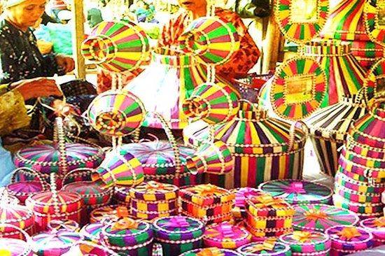 Giro del mercato domenicale di Kota