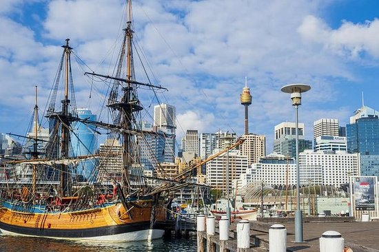 The Rocks & Darling Harbour with a local: private & personalized: Discover the Rocks and Darling Harbour