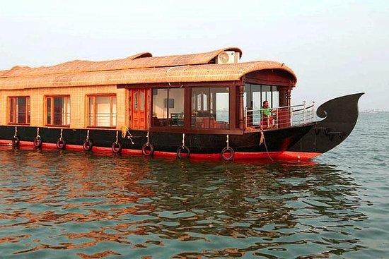 01-Bett-Zimmer Hausboot in Alleppey...